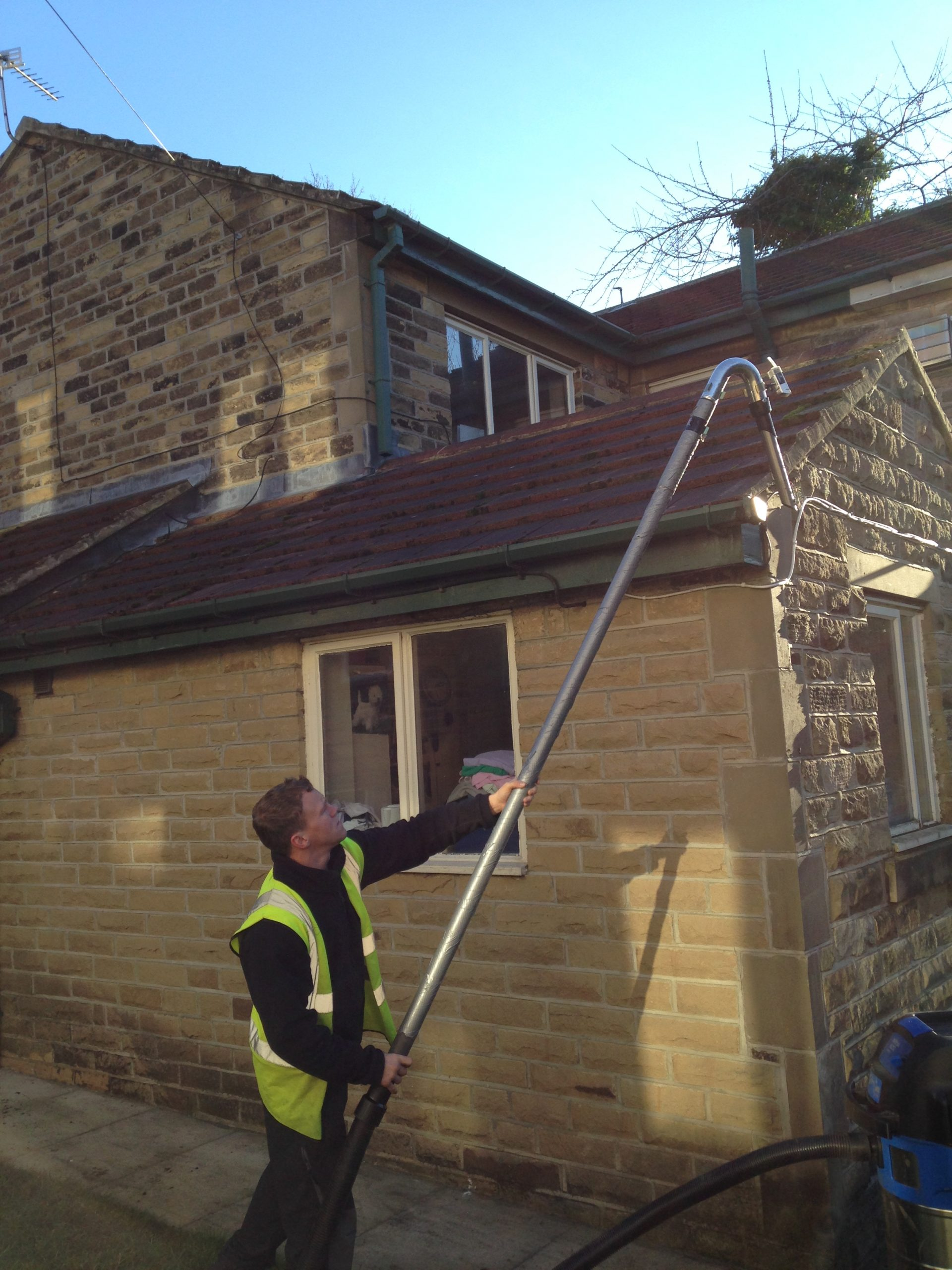 Commercial and residential gutter cleaning services in Leeds